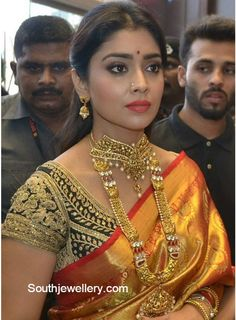 Shriya in Gold Choker and Long Chain - Indian Jewellery Designs Bollywood Actress Hot Photos, Indian Bollywood Actress, Beautiful Bollywood Actress, Most Beautiful Indian Actress, South Indian Actress, Beautiful Actresses, Indian Actresses, Indian Wedding Bride, Indian Bridal