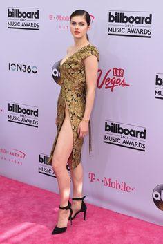 Alexandra Daddario in Vivienne Westwood photo Sipa Usa/LaPresse - LosAngeles #BillboardMusicAwards #NewMoonMidiSkirt