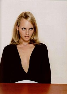 Campaign: Jil Sander Season: Fall 1995 Photographer: Craig McDean Model(s): Amber Valletta