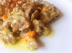 Secondo piatto velocissimo: gli straccetti di manzo allo zafferano si preparano in cinque minuti. Dal colore dorato e dal sapore goloso e caratteristico, non potranno che lasciarvi senza parole.