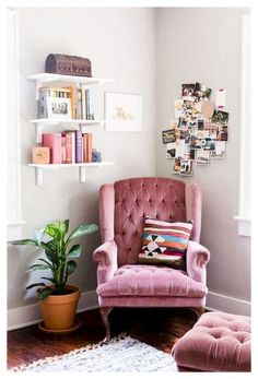 Cosy Reading Corner, Bedroom Reading Nooks, Bedroom Corner, Cosy Corner, Reading Corners, Poltrona Bergere, Cosy Home, Pretty Bedroom, Cozy Room