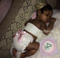 A real life princess at 4 months!Her hair is laid to perfection! Cute Mixed Babies, Cute Black Babies, Beautiful Black Babies, Cute Little Baby, Pretty Baby, Cute Baby Girl, Beautiful Children, Little Babies, Cute Babies