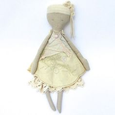 There can never be enough dolls in this world, I've decided that long ago. I love sharing dolls like Sweater Doll's beauties with you, because I think we can all enjoy a little doll-sized beauty now and again. These dolls are made from linen and upcycled fabric scraps, making each one very unique. They're well-made …