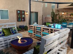 Staggering-Wood-Pallet-decorating-ideas-for-Landscape-Contemporary-design-ideas-with-Staggering-firepit-herb-garden.jpg 990×742 pixels