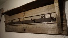 reclaimed wood coat hanger, upcycled, repurposed, wood pallet project