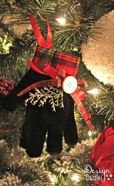 DIY Christmas Glove Ornament. I love the simple things about Christmas, and I definitely love this!