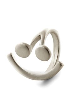 Send an SMS to the World Ring. As you pick up your coffee mug, your matte silver smiley-face ring catches your friend's eye across the table, broadcasting your happy mood loud and clear. Stylish Jewelry, Cute Jewelry, Fashion Jewelry, Women's Fashion, Kate Middleton Ring, Handbag Accessories, Jewelry Accessories, Sending Good Vibes, Quirky Gifts