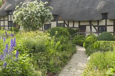 Step inside Anne Hathaway's Cottage, Stratford upon Avon, where Shakespeare courted his wife to be with the VisitBritain Blog's exciting 360-degrees imagery