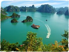 JEWELS OF HALONG BAY 3 Days - 2 Nights Welcome aboard of Heritage Line in the magnificent Halong Bay. A medley of limestone pillars, tiny islets topped by forest rise from the emerald waters of the Gulf of Tonkin. A World Heritage site since 1994, Halong Bay's spectacular scenery is