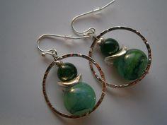 Ohrringe,smaragdgrün,Lampwork,gehämmert von kunstpause auf DaWanda.com