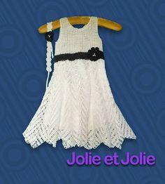 Vestido de niña tejido a mano al crochet. Con tiara.
