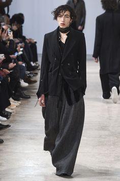 Ann Demeulemeester Fall 2017 Menswear Fashion Show #runway #dark #fashion