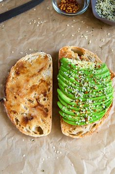 Roasted Garlic Avocado Toasts + Hemp Seeds & Red Chili Flakes – THE avocado toast to end all avocado toasts. (Vegan & GF) | RECIPE at NomingthruLife.com