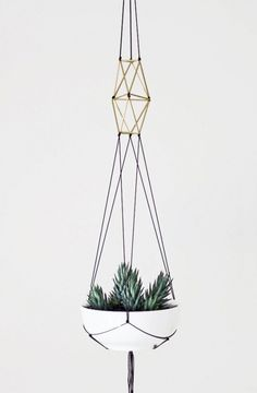 modern macrame plant hanger with beads Deco Nature, Decoration Plante, Diy Décoration, Diy Interior, Hanging Planters, House Plants, Planting Flowers, Diy And Crafts, Crafty