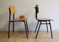 Stoere set industriële schoolstoelen. Vintage hout/metalen stoel voor hippe kids
