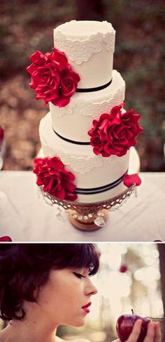 Esse bolo é para aquelas que sonhavam em ser a Branca de Neve! Lindo, né? É para se inspirar… ♥ www.noivinhostopodebolo.com