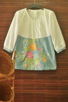 . Batik Kebaya, Kebaya Dress, Blouse Dress, Big Size Fashion, Cute Fashion, Womens Fashion, Redo Clothes, How To Make Clothes, Blouse Batik