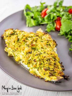 Sea bream in zucchini crust. A second fish dish is simple .- Sea bream in zucchini crust. A quick and easy second course of fish. The recipe of Eat Eat Godi. Meat Recipes, Seafood Recipes, Asian Recipes, Vegetarian Recipes, Chicken Recipes, Healthy Recipes, Healthy Food, Fish Pasta, Fish And Meat