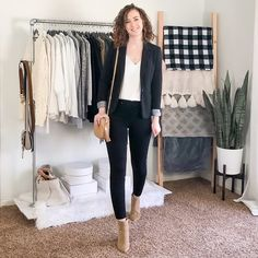 Fall/Winter Date Night Outfits - Capsule Wardrobe Style - Dani Thompson Business Casual Womens Fashion, Business Professional Outfits, Business Casual Outfits, Capsule Wardrobe Work, Capsule Outfits, Bar Outfits, Vegas Outfits, Club Outfits, Cute Sweater Outfits