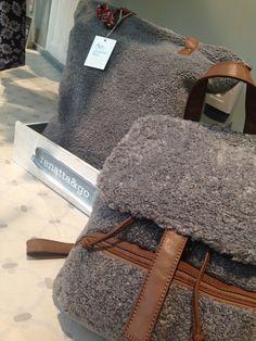 Mochilas y bolsos de borreguito. #complementos