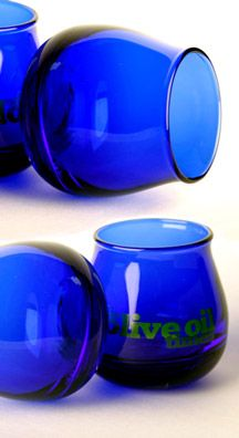 Professional #oliveoil tasters taste oil in dark blue glass, so not to be swayed by the color!