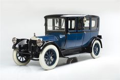 This remarkable 1919 Pierce-Arrow Model 51 limousine is one of only two believed to have been built; the other was the official presidential limousine of Woo...