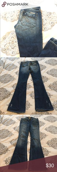 William Rast Freddie Flare jeans William Rast Freddie flare jeans size 28. Cute cargo style pockets and distressing. Great condition. William Rast Jeans Flare & Wide Leg