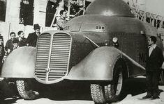 Durante la Guerra Civil, en las carreteras españolas pudieron verse automóviles de combate muy peculiares. No había dos iguales, eso dicen. Ante la falta de vehículos blindados, especialmente al principio de la guerra, grupos de obreros y vecinos crearon la costumbre de blindar todo aquello que se moviera sobre cuatro ruedas. Coches, camiones, autobuses o incluso maquinaría agrícola o de la construcción. Y por supuesto, todo artesanal. A este tipo de vehículos se les conocía comoTiznaos