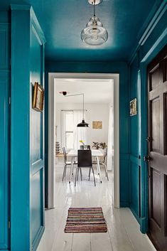 Jessica Goehring and Nathan See Artist Upstate New York House Tour 2020 - Hallway Ideas Blue Hallway, Hallway Paint, Modern Hallway, Long Hallway, Upstairs Hallway, Upstate New York, Living Colors, Diy Home Decor, Room Decor