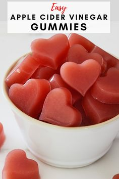 Making apple cider vinegar gummies is very easy. If you have ever made jello, you can make these gummies. Braggs Apple Cider Vinegar, Apple Cider Vinegar Benefits, Apple Cider Vinegar Diabetes, Apple Cider Vinegar Uses, Vinegar And Honey, Natural Cold Remedies, Cold Home Remedies, Herbal Remedies, Health Remedies