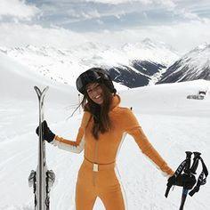 Marigold is the new black! - Travel tips - Travel tour - travel ideas Ski Bunnies, Ski Girl, Ski Wear, Ski Season, Ski Fashion, Daily Fashion, Short Inspirational Quotes, Winter Photos, Foto Pose