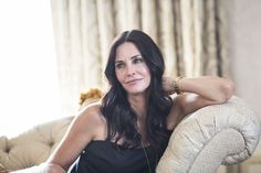 I recently sat down with Courteney Cox for @DailyMakeover to get the scoop on her Cougar hair and new @Pantene gig. Yes, her hair is just as gorgeous in person. Damn her!