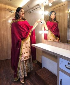 ਸ਼ੌਂਕ ਬੱਸ ਇੱਕੋ ਪਾਉਣ ਦਾ 💃 96 46 598177 📱📞 or inbox 😍 Punjabi Suits Designer Boutique, Pakistani Designer Suits, Indian Designer Wear, Pakistani Fashion Casual, Punjabi Fashion, Indian Fashion, Dress Indian Style, Indian Dresses, Indian Outfits