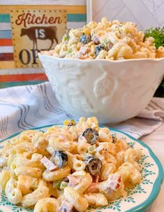 Creamy Summer Macaroni Salad Summer Macaroni Salad, Macaroni Salad With Ham, Classic Macaroni Salad, Macaroni Recipes, Best Pasta Salad, Pasta Salad Recipes, Summer Salad Recipes, Potluck Recipes, Homemade Beef Stroganoff