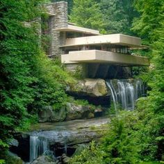 Architecture combined to Nature - Fallingwater or Kaufmann Residence