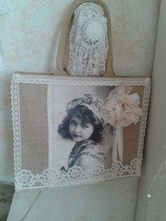 De AH tas een ander uiterlijk gegeven achterkant gehaakt Nelleke Verkouter