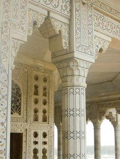 MYTHODEA Agra fort, moti masjid (pearl mosque).