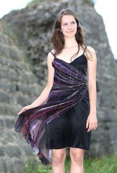 Koktejlové hedvábné šaty