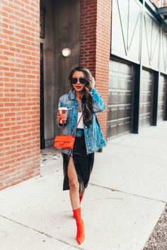 Brilliant Women Jacket Outfits Ideas For Favorite Holiday Style Oversized Denim Jacket Outfit, Spring Outfits Women, Trendy Outfits, Girly Outfits, Fall Outfits, Trendy Swimwear, Holiday Fashion, Holiday Style, Mom Fashion