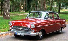 Kapitän L kom under kalenderåret 1957 och känns lättast igen med Opel-emblemet nedflyttat i grillen och en förgylld krona på emblemets tidigare plats. Vintage Cars, Antique Cars, Motor Scooters, Old Cars, Cars And Motorcycles, Classic Cars, Automobile, Nostalgia, How To Memorize Things
