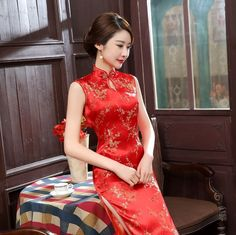 Traditional Chinese Reds Sleeveless Women'S Silk Satin Long Dress Cheong-Sam Oriental Dress, Oriental Fashion, Red Chinese Dress, Chinese Dresses, Versace, Cheongsam Dress, Vietnamese Dress, Beautiful Asian Women, Satin Dresses