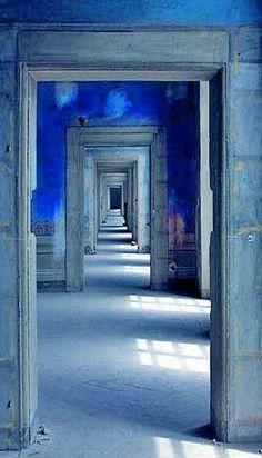 shades of blue & indigo, repeating doorways Kind Of Blue, Blue And White, Le Grand Bleu, Bleu Indigo, Blue Rooms, Blue Walls, Blue Aesthetic, Color Azul, Doorway