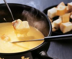 fondue al formaggio ... la versione al pomodoro é la mia preferita :-)