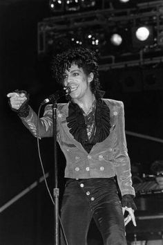 December 14th 1982 Prince records a performance of 1999 on Solid Gold in Los Angeles, CA, USA: KTLA Studios (Stage 6) (To be aired on 29 January 1983)