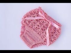 Best 12 Our Crochet Channel today is going to share a collection of Crochet pants for girls. This Crochet Pants is for a newborn /baby – 1 year. Baby Girl Crochet, Crochet Baby Clothes, Crochet For Kids, Lidia Crochet Tricot, Diaper Cover Pattern, Crochet Pants, Booties Crochet, Crochet Dresses, Crochet Patron