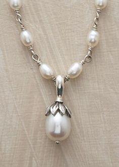 LOTUS PEARL NECKLACE Diy Jewelry Necklace, Pearl Necklaces, Handmade Necklaces, Pearl Jewelry, Jewelry Crafts, Jewelry Art, Gold Jewelry, Beaded Jewelry, Handmade Jewelry