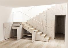 Dřevěné schodiště Krkonoše s dubovými nášlapy a s velmi důmyslnými úložnými prostory z břízové překližky. Součástí schodiště je i prostorná skříň ve vedlejší místnosti.