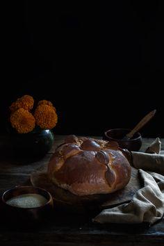 PAN DE MUERTO | RÚSTICA Pizza, Beef, Food, Gold Leaf, Pan De Muerto, Dough Balls, Homemade Breads, Artisan Bread, Mexican Recipes