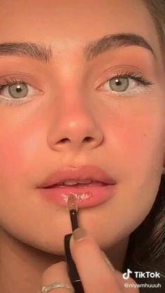 Makeup Eye Looks, Pretty Makeup, Simple Makeup, Skin Makeup, Eyeshadow Makeup, Natural Everyday Makeup, Natural Makeup, Maquillage On Fleek, Makeup Hacks Videos