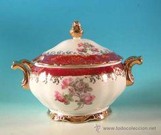Sopera de porcelana con decoración floral y oro 24 kilates.  Bavaria1940-1950 Bavaria. Alemania